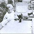 墓地小女孩 靈異照 貴夫人 難以解釋的照片