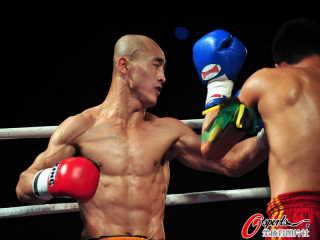 黑心武僧 一龍 「少林第一武僧」慘遭美國警察一拳KO成為網路熱門話題