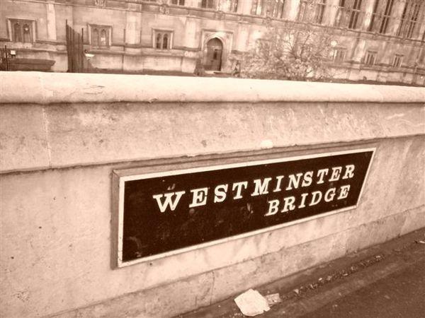 笨鐘旁的橋