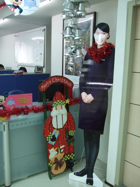 吉帝旅遊2009聖誕節4樓-美麗空姐+聖誕老頭.JPG