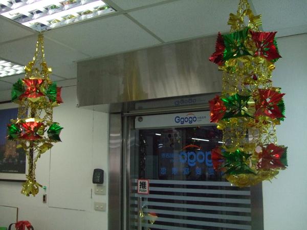 020-吉帝旅遊2009聖誕節4樓-像不像兩串旺來.JPG