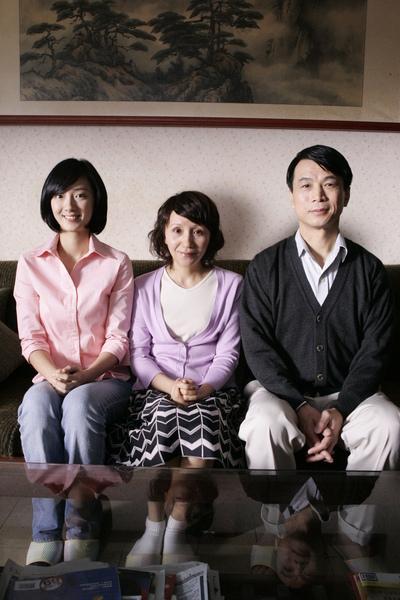 01-闔家觀賞劇照-1.JPG