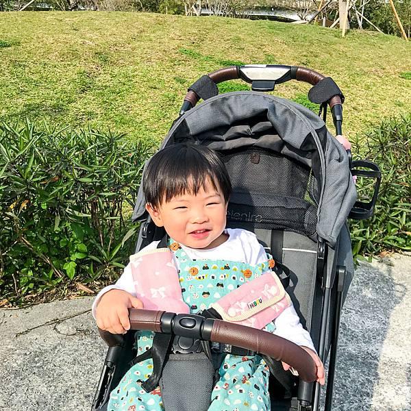 《2+2的三小生活》喜福HiBOU 六重紗背帶口水巾
