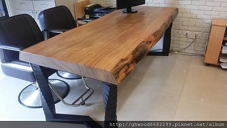 柚木桌搭配造型鐵腳
