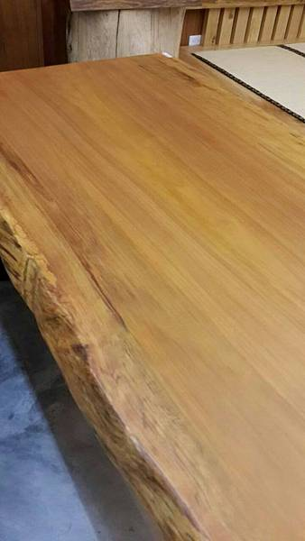 南洋檜木桌板自然邊紋理與色澤