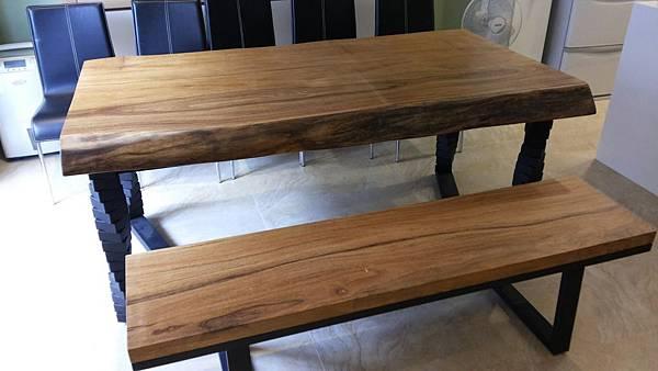 馬來柚木桌+旋轉鍛鐵烤漆桌腳