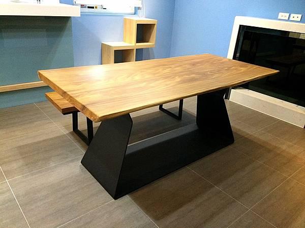 非洲柚木雙自然邊桌椅