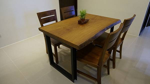 竹北吳先生非洲柚木餐桌
