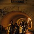 隧道內的三個女人