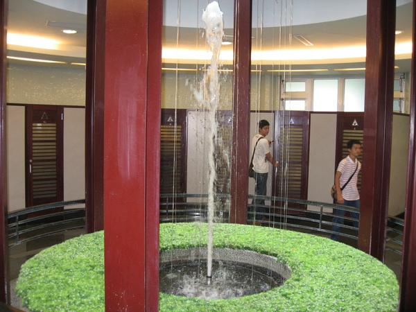 廁所裡有噴泉