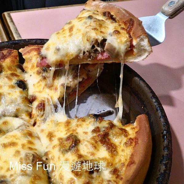 鬆厚餅皮披薩.jpg