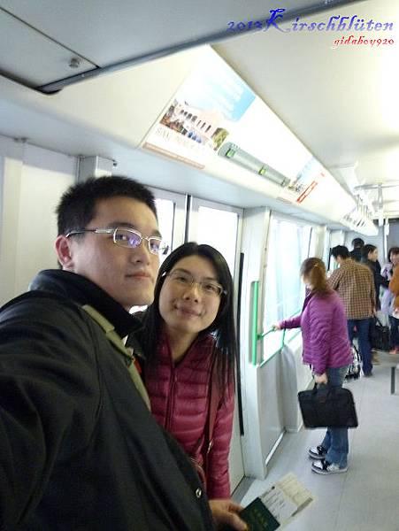 搭乘接駁電車