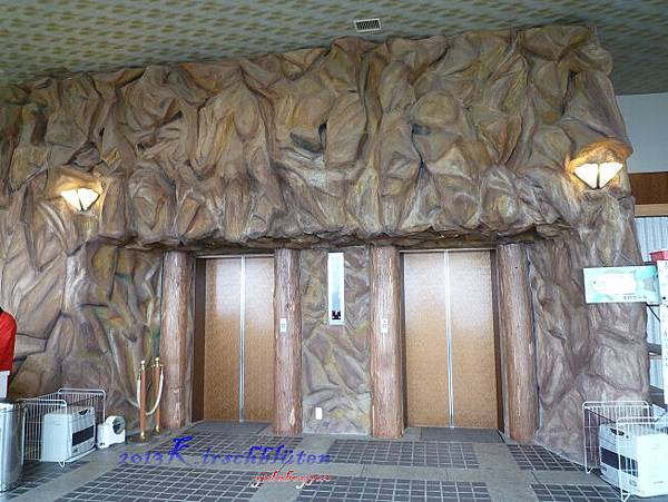 通往三段壁洞窟的電梯