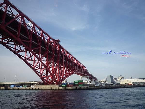 観光船サンタマリア看阪神高速大橋