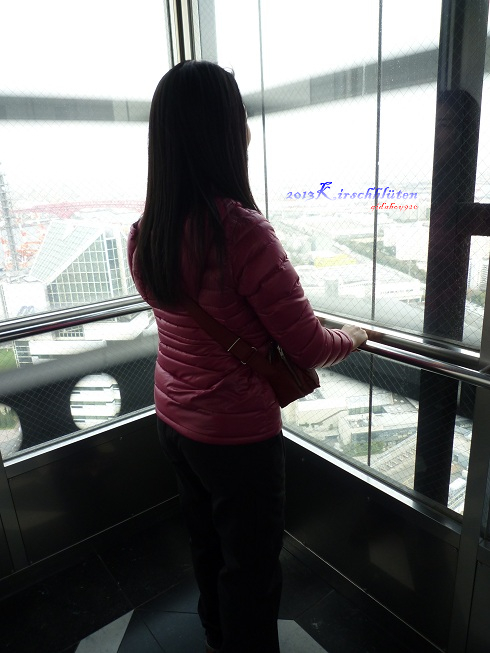 通往大阪府咲洲庁舎展望台的電梯內老神在在