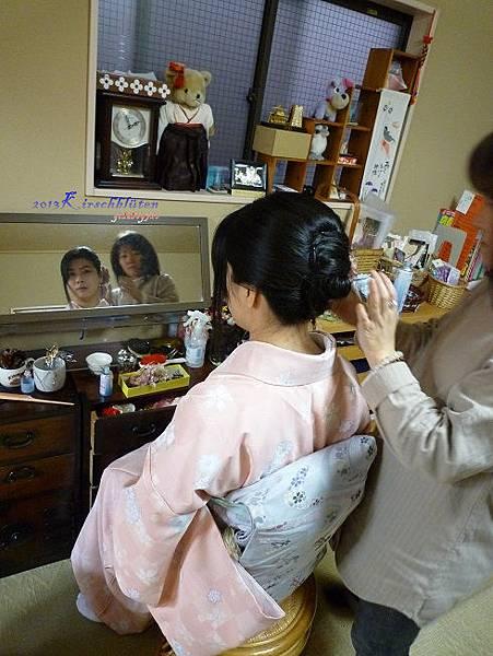 染匠和服體驗:整理頭髮中
