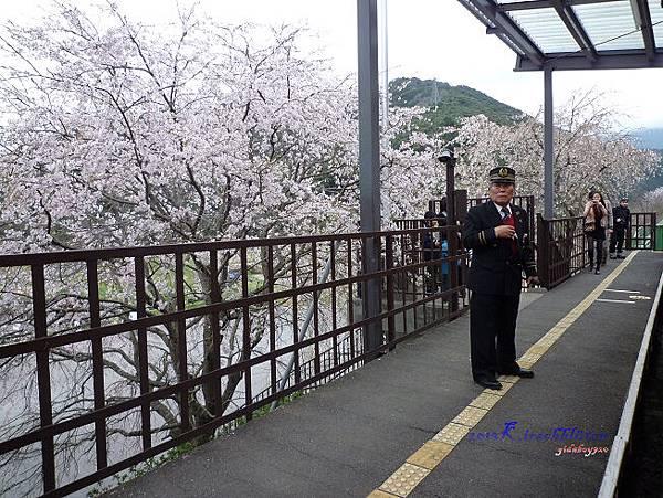 トロッコ龜岡駅