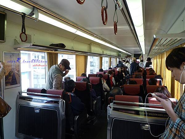 京阪電車特急車廂內