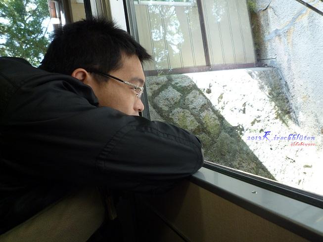 男山ケーブル車廂內