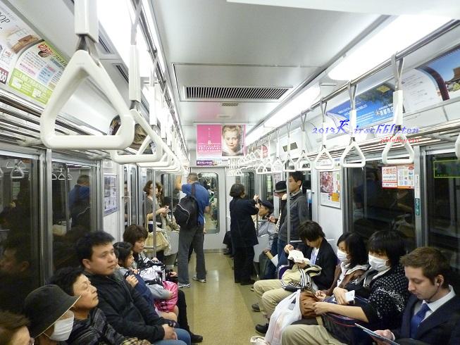 京都市地鐵車廂內