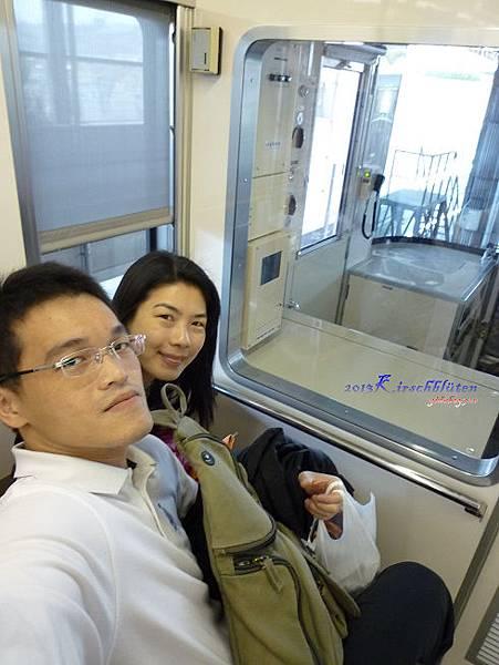 大阪モノレール車廂內