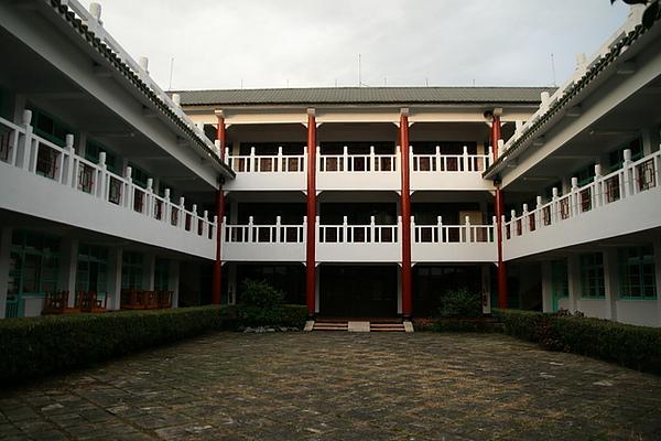 我住在家政中心  是前副總統謝東閔的故居改建