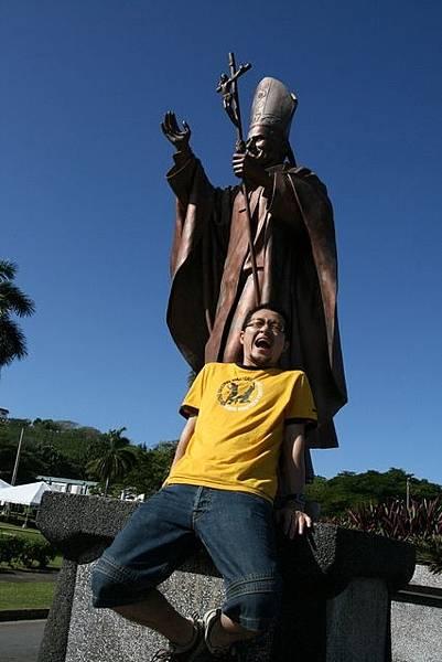 據說銅像會24小時旋轉