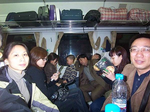 火車也很擠