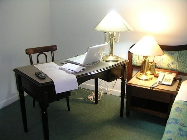 喜歡,不過以後的書桌要寬兩倍,燈不放桌