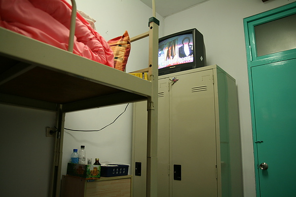 房間不大  但有電視