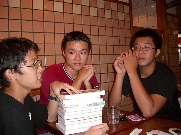 第六週  這三個人在討論BL的秘密