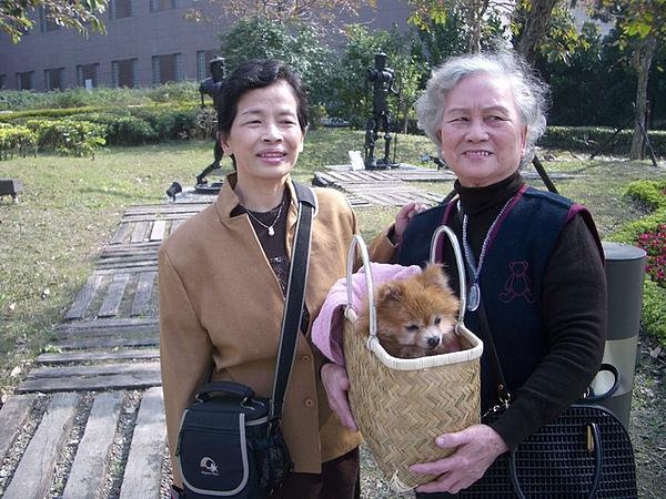 媽媽跟奶奶