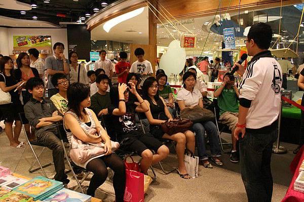 也是在新加坡,感覺像是家庭演講,蠻溫馨