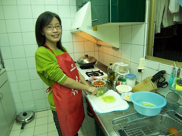 聖誕節,小郭襄親自下廚做義大利麵