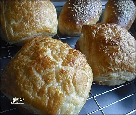 起酥肉鬆麵包