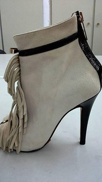 二手新(鞋 訂價33000 我買 20000 現在想賣6000)