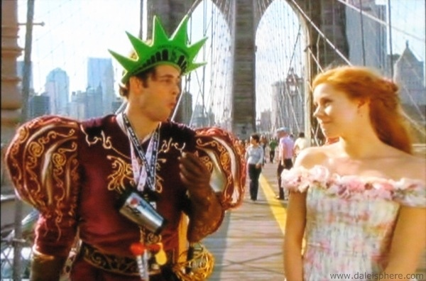 amy-adams-and-james-marsden-crossing-brooklyn-bridge-in-enchanted-2007