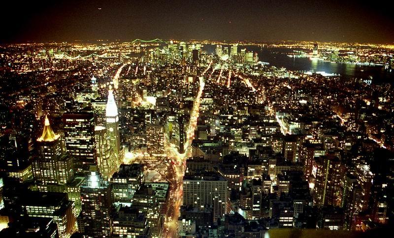 Manhattan_night_march_USA2
