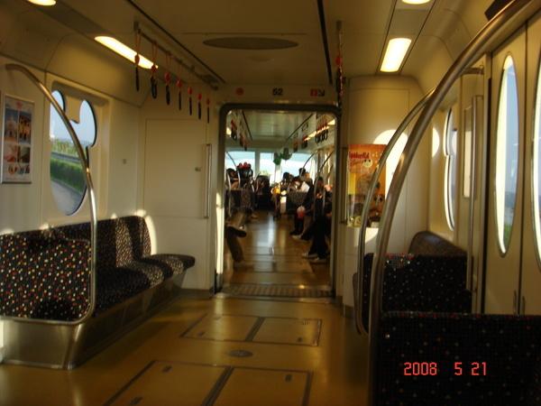 Disny電車內