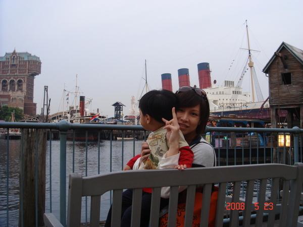 江小子在看船