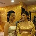 右邊才是今兒的主角-新娘-庭瑀,也是個很可愛的小女生哦~