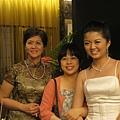 左邊是庭瑀媽媽,很漂亮厚!!超有氣質AND庭瑀媽媽的衣服,好好看的說,阿姨真的很會挑衣服!!
