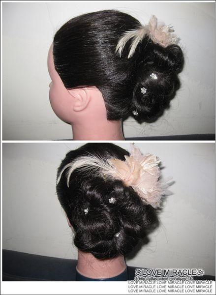 造型1-以小G頭少少的髮量,可以梳出這些花捲算還不錯了呢,如果用GG的頭的話可能這捲花就會超小吧,因為GG的頭毛超少又細!!