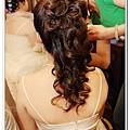 其實這髮飾上上去,真的是可以作為一個新娘的造型哦!!!
