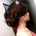 典雅氣質公主髮型分解圖-右邊,這,完全是彭A自己的頭髮哦~彭A頭髮多到GG的髮捲都不夠用了哩><~~~