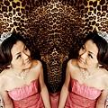 彭彭胡的哩~~(二個彭A的意思啦~~(≧∀≦)つ)有沒有像雙胞胎呢??這張GG好喜歡哦,尤其是豹紋的背景,好愛,好愛哦~~下次GG也要跟豹紋背景合照~~