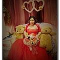 水水的新娘當然也要跟可愛的熊熊合照的啦~~