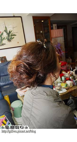 GG幫靜君刮彭了頭頂和底層,讓原本髮量少的靜君髮量看起來是不是多了許多呢??所以刮髮很重要