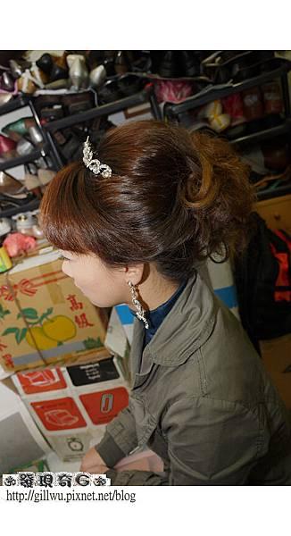 靜君很開心可以用她的頭髮來造型,當然這是每個水水所希望的,但如果靜君想要長髮飄逸的造型的話,可能還是要靠我們最好的朋友-假髮啦-