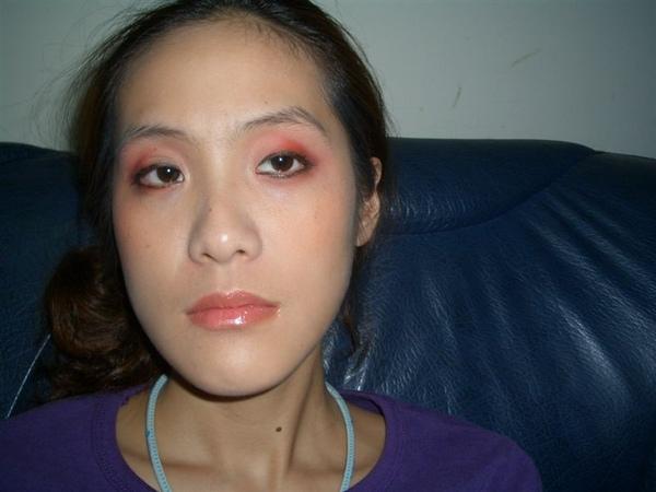 這是第一次回家練習,怎樣都不太了解,講義上要表達的妝是怎樣??